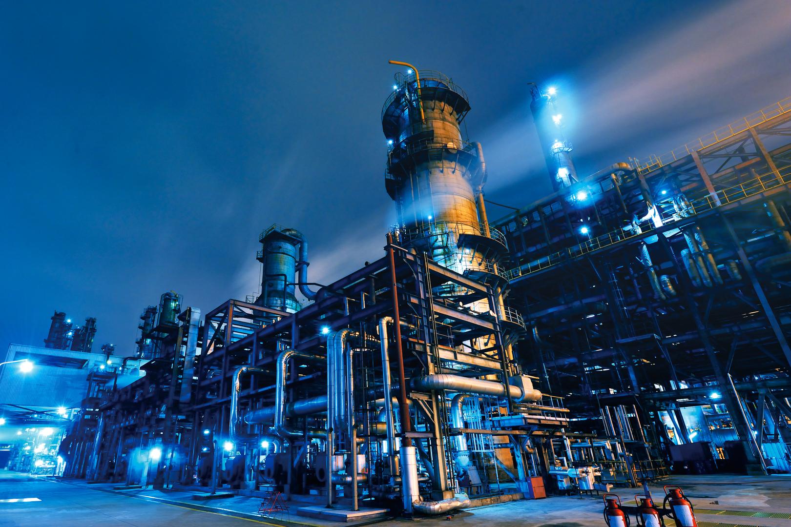 Unternehmen in der Nacht mit Beleuchtung - Elmoba Kabelverlegung GmbH in Marl und Chur
